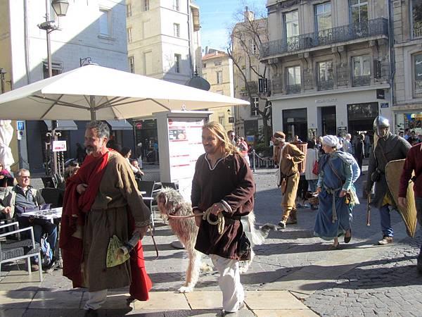 中古世紀打扮的人