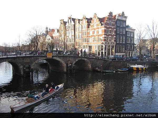 歪歪斜斜的房子是荷蘭的特色
