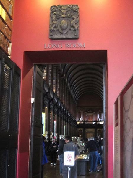 Long Room 內有20萬冊的藏書