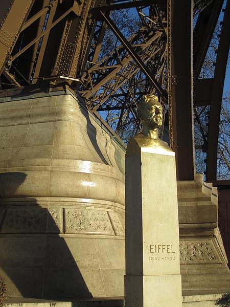 設計鐵塔的艾菲爾先生