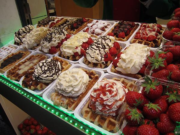 比利時有名的甜點 - 威化餅 (Wafel)