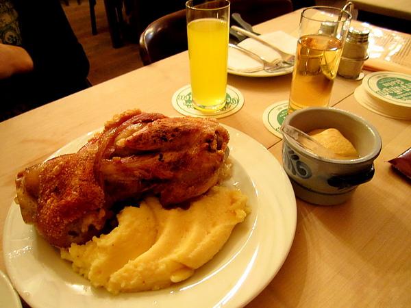 德國豬腳 - knuckle