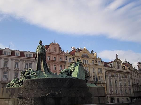 布拉格廣場上的胡斯雕像