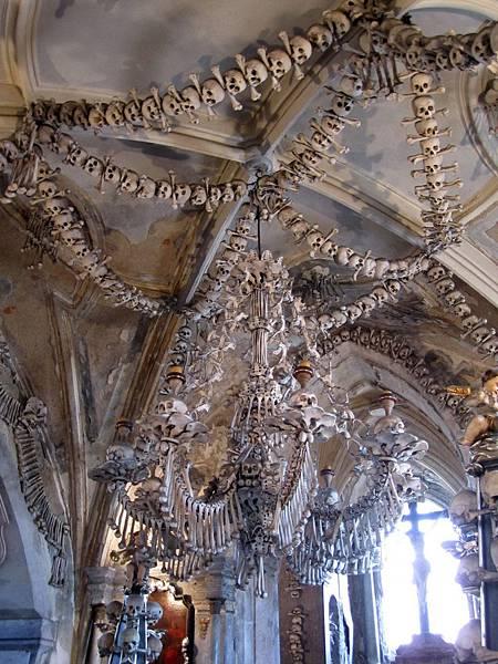 人骨做成的吊燈裝飾