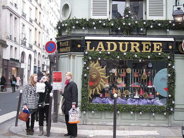 Laduree - 甜點店 ( 21 Rue Bonaparte )