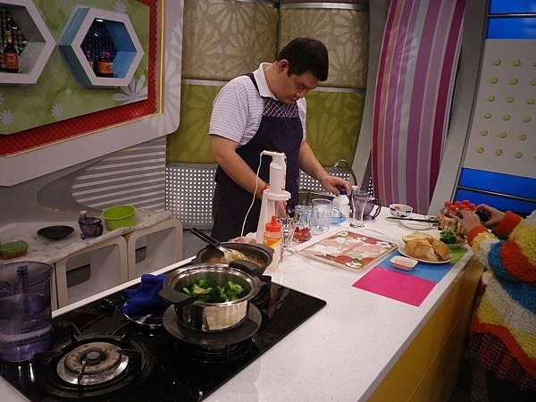 元氣加油站 大叔來作菜 準備接受輕鬆料理的考驗