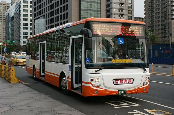 首都客運的低底盤公車 318-FS 感謝台北提供