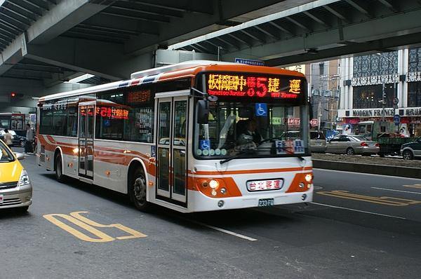 台北客運的低底盤公車 233-FQ感謝台北提供