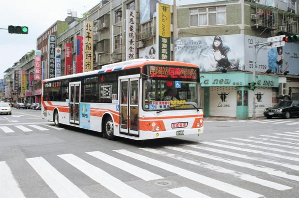 首都客運的低底盤公車  719-FN 感謝台北提供