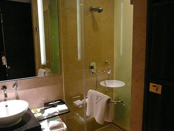 P1100786-銀都的浴室是這幾天乾溼分離最徹底的一家.JPG