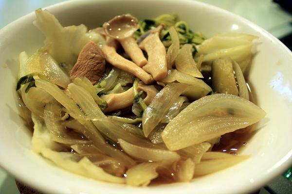 蔬菜湯,基本上和昨晚是一樣的,只不過多了洋蔥~