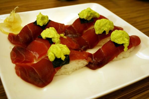 這道是季節限定的鮥梨鮪魚握壽司~總算讓我吃到了厚~