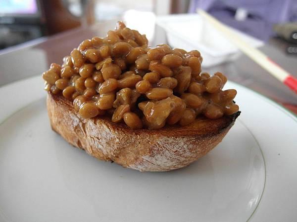 我的午餐:納豆法國麵包一個