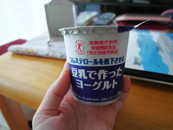 回程路上的超市買的豆漿做的優格。味道和普通差不多但沒那麼酸。