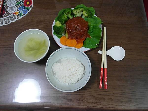 今晚很簡單沒其他菜了,但有小黃瓜湯!超好喝的,味道根本是「器龜丫湯」