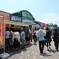 走高速公路,從千葉到新潟共停了三個休息區,這裡叫高坂