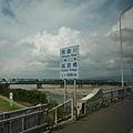看煙火的地方就在信濃川邊,這裡也是濁黃一片。