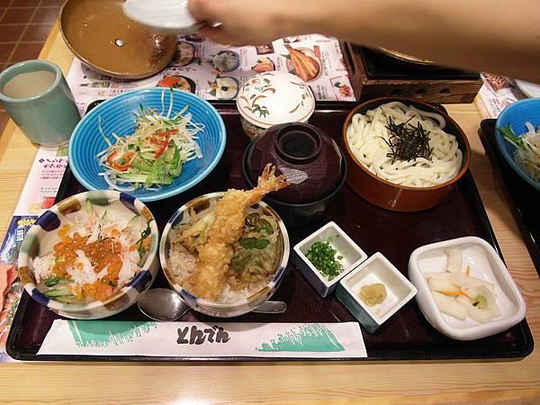 今日晚餐是外食好棒~多虧公公生日,葉大師又從栃木回來趕得及吃晚餐,四人就一起去とんでん和式家庭餐廳吃!