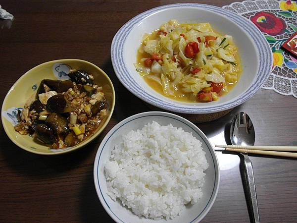 晚餐:麻婆茄子豆腐/蕃茄炒高麗菜