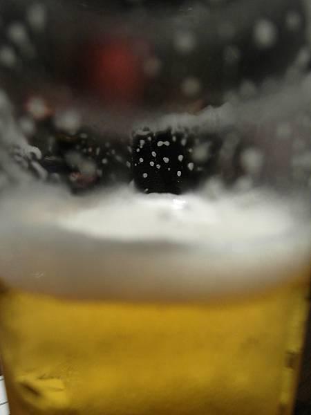 啤酒也好喝得不得了,我喝了三四杯,回本!