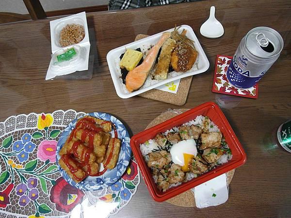 今天沒留在東京逛,辦完就回來超市買便當解決一餐,接下來就是等待入管局寄明信片來通知囉~