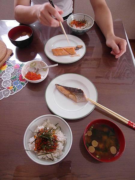 9/3 今日早餐很享受,因為有鮭魚卵配煎鮭魚~是親子丼來著嗎~~~~