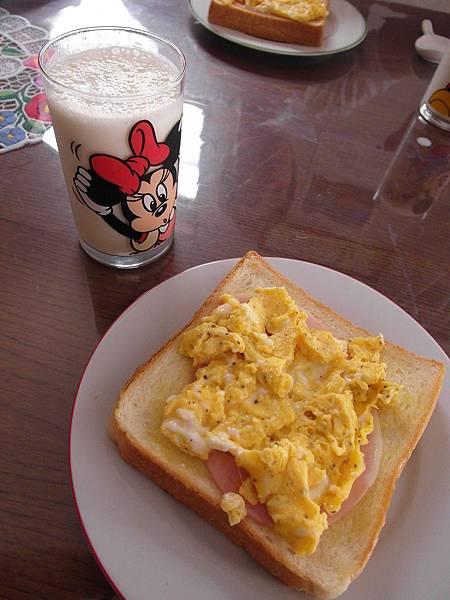9/6 火腿蛋土司和香蕉牛奶