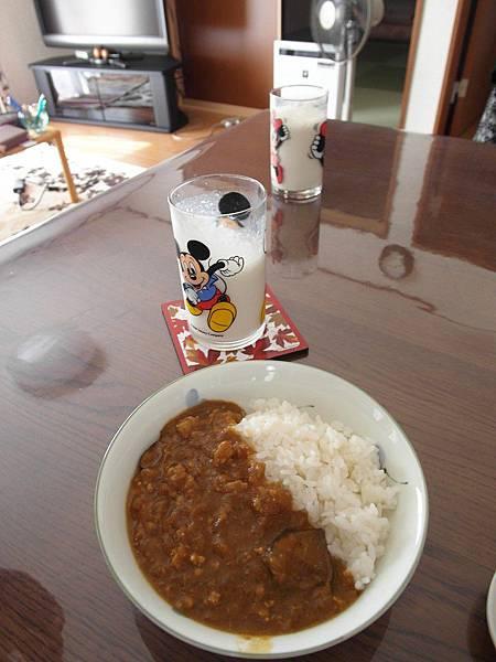 9/13 早餐:香蕉牛奶配茄子咖哩飯~有煮咖哩的那幾天都會很輕鬆~!!!