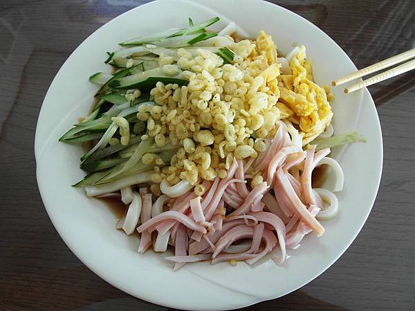 9/14 葉大師放假一大早就混身是勁啊!煮了這麼漂亮的烏龍麵當早餐~