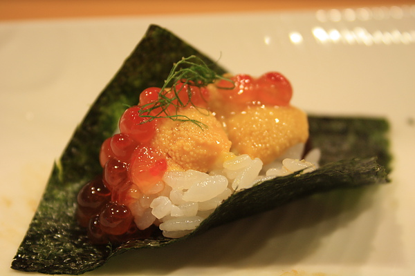 鮭魚卵海膽散壽司,這麼好吃的東西,旁邊的歐巴桑竟然說她吃不下叫師傅幫她打包時,我想全場所有人的臉上應該都像我一樣冒三條線=_=lll