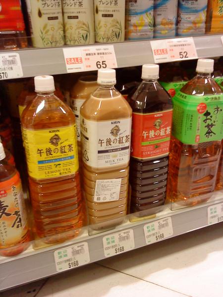 10/13 午後的紅茶系列在三越的超市賣1公升要168元!!!!