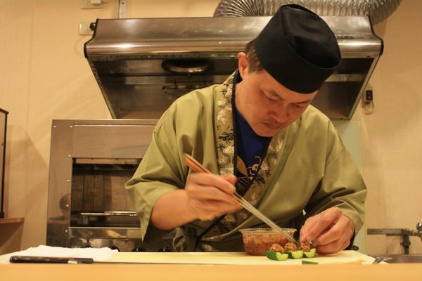 小菜之後開始動手做開胃菜,因為沒有菜單所以都不知道接下來師傅會做什麼,很有趣。