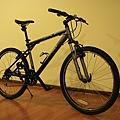 弟弟今晚買的自行車,神經!