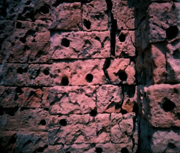 East Mebon裡的某個充滿洞洞的塔