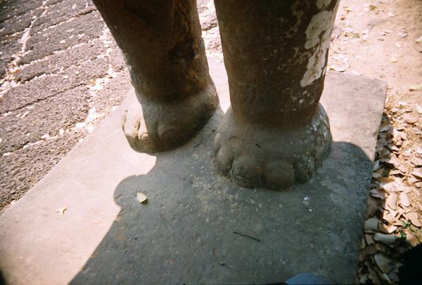 East Mebon裡的大象腳好Q唷