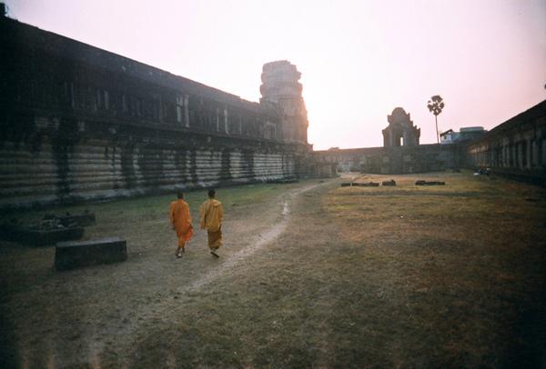 僧侶也來朝聖