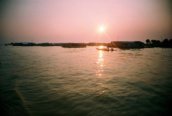 Tonle Sap Lake的水上人家與夕陽