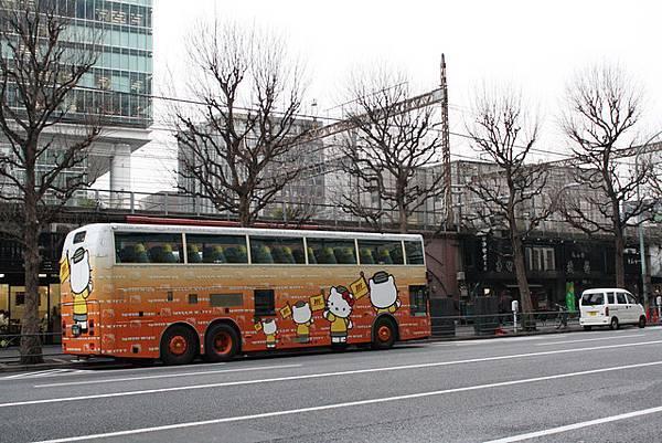 喔?竟然是無嘴貓的旅遊巴士耶