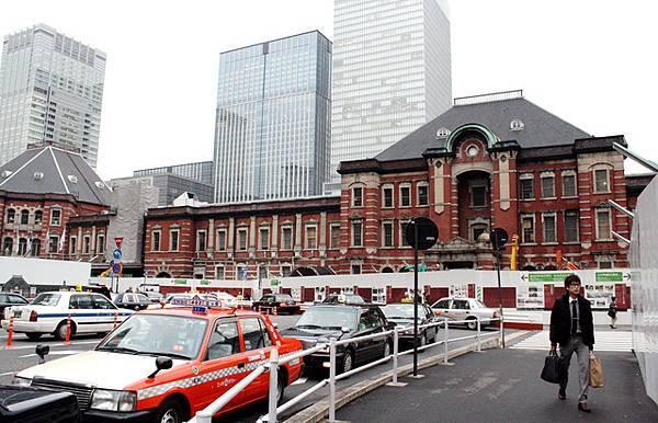 這次東京車站的整修預計在2011年完工,還要再等二年多啊~