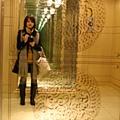 鏡面的大mark是象徵新丸之內大樓的華麗浮雕