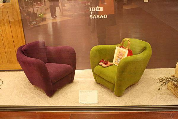 這二張椅子我好喜歡!但一把就快二萬太貴了