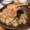炒飯再拌上柴魚片和細絲海苔也很好吃!