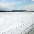 看這跑道旁的積雪,很難想像待會兒就換我踏在雪地上的情景