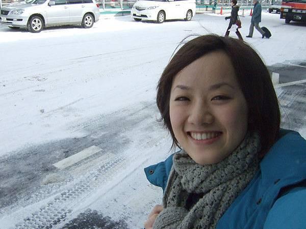 我則是站在原地傻笑........雪耶,第一次看到真的雪!