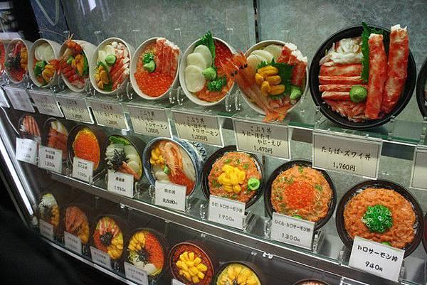 wow~來到北海道一定要吃海鮮囉~看到模型口水就流出來拉!