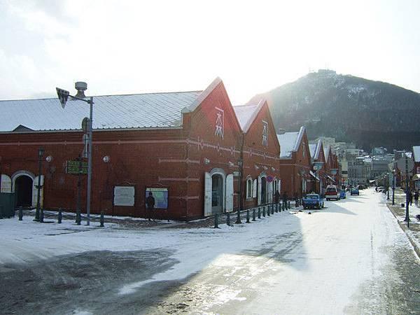 港口旁就是金森倉庫群耶,裡面有餐館小酒吧記念品店等