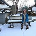 長椅上也積滿雪,叫我怎麼坐咩~