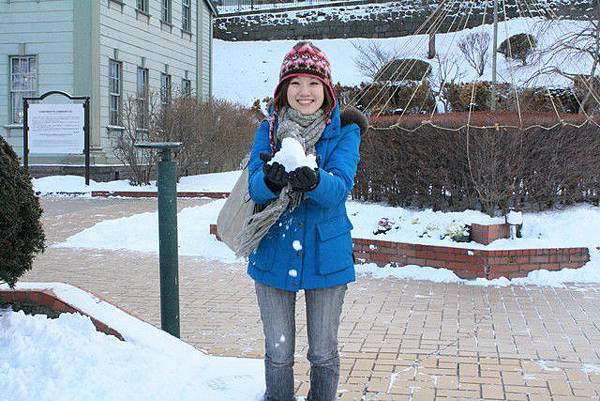 那來玩雪好嗎~好鬆軟喔!