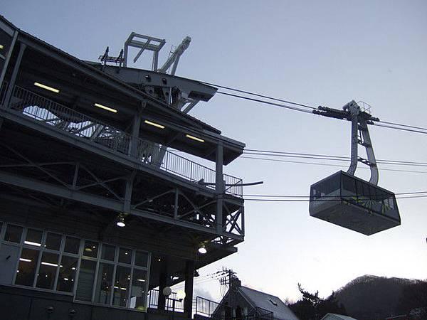 天黑之前就找到通往函館山的纜車站