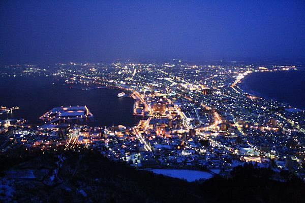 日落之後天色逐漸改變,可以享受到函館夜景的多種樣貌